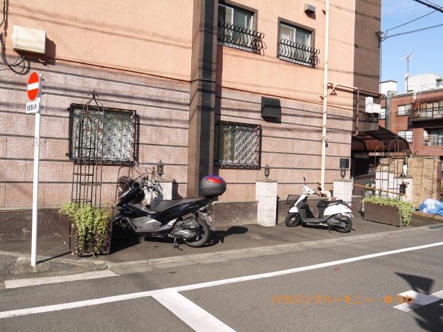 敷地内には、専用バイク置場もあります。