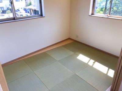 4.8帖の和室は琉球調畳でオシャレです♪お子様とのお昼寝で活躍しそうです♪