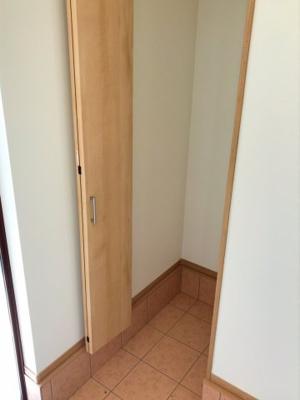 玄関のシューズクロークです♪可動棚を設置して使いやすくカスタマイズしたいですね♪