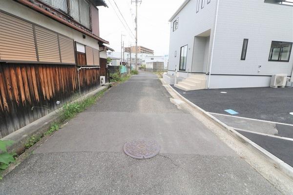 【前面道路】 車も少なく落ち着いた住環境です♪