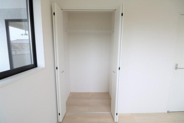 【収納】 2階5.2帖洋室の収納です♪