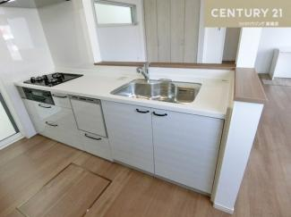 三口コンロの食洗機付システムキッチンです。 お料理もしやすそうですね。