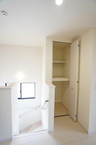 【同仕様施工例】2階ホール収納 季節の家電や買い置きした日用品など収納するのに便利です。