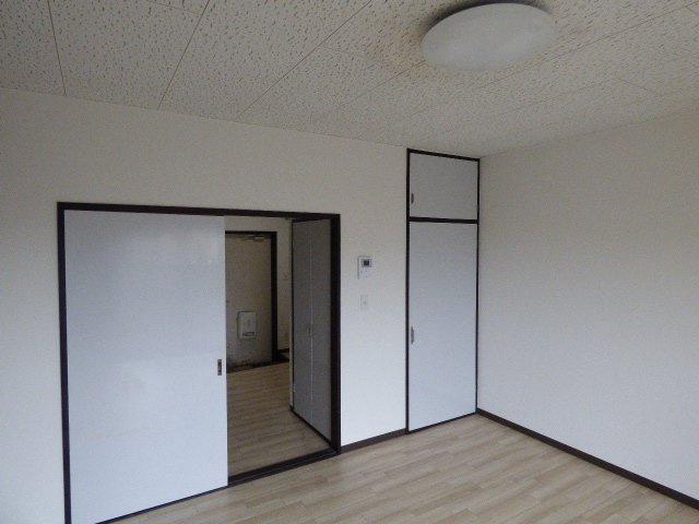 キッチンスペースとは引き戸で繋がっており、家具の配置もしやすいですね!