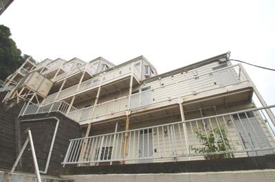 京急富岡駅徒歩5分のアパートです。