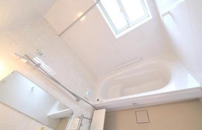 浴室はゆったり寛げる1618サイズ。ほっカラリ床採用、追い焚き機能・浴室換気暖房乾燥機付きです!