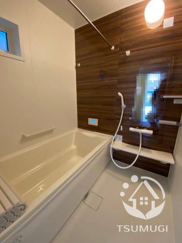 浴室換気乾燥暖房機付きのゆったり一坪サイズ浴室。オールシーズン快適なバスタイムが実現します ※同仕様写真