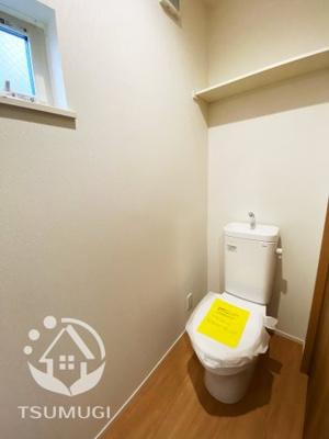 2階トイレ。各階に設けられたトイレは、家族で混みあいがちな忙しい朝にとっても便利  ※同仕様写真