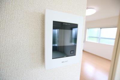 菅田ビル 防犯対策になるモニター付インターホンあります