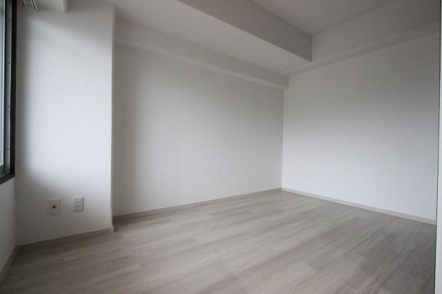 写真は別号室同タイプの部屋です。色味が異なります。