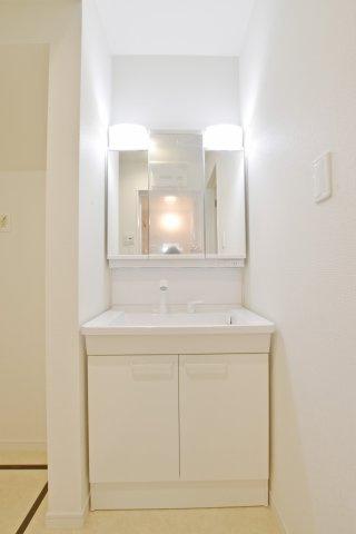 -同社施工例-  お手入れの簡単なエコ仕様のシャワー洗面台です。