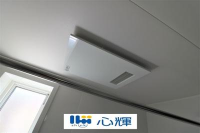浴室換気・乾燥・暖房機(本体)。冬場の予備暖房、夜間や梅雨時の衣類乾燥、カビ対策などに活躍します。