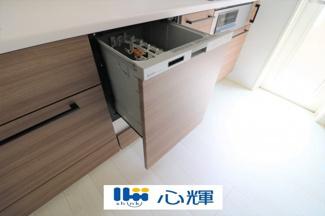 ビルトインタイプ食器洗乾燥機は、高温のお湯や高圧水流を使うことにより汚れを効果的に落とします。