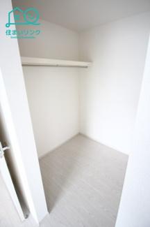 主寝室のウォークインクローゼットです。 同じサイズのフリーペースが隣にあります。