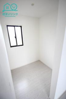 主寝室のフリースペースは約2帖の広さがあります。