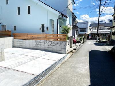 【前面道路含む現地写真】入間市大字小谷田・全2棟 新築一戸建 B号棟