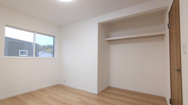 階段下収納。デッドスペースを有効活用♪日用品や防災用品などを収納してもいいですね!