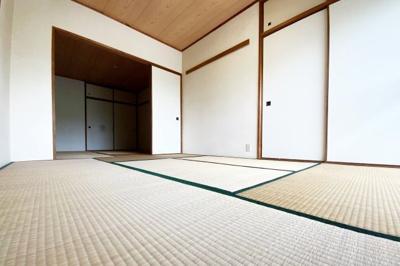 《和室6帖》和室の2間が続き間になっており、扉を開放すれば12帖の広いスペースが確保されます。