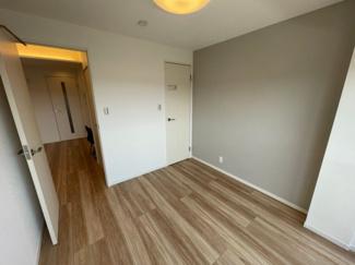 洋室4.9帖 南西向きでとても明るいお部屋です