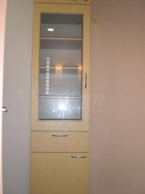 キッチンにある備付食器棚