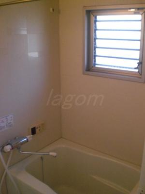 浴室に窓も付いてます