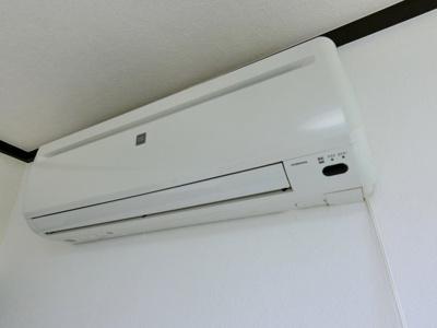 エアコンは残置物です。