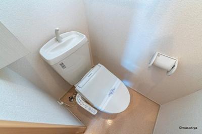 トイレ ウォシュレット付き。