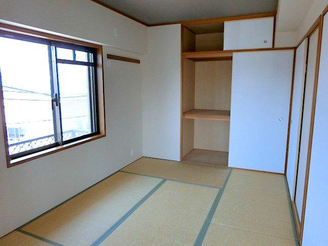 【現地写真】  客間やお子様のお昼寝にもご利用できる和室があります♪
