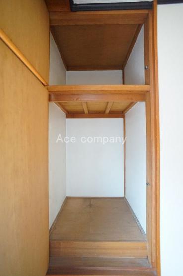 【2階:洋室5.5帖】の腰高収納です♪