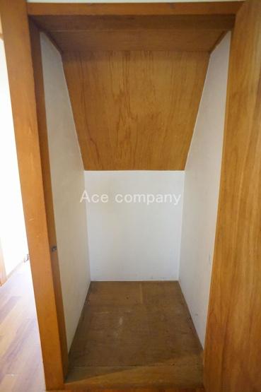 1階、階段下収納です♪