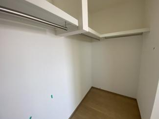 千葉市若葉区若松町 新築一戸建て 都賀駅 奥行きのあるウォークインクローゼットになります。枕棚もついてますので、ご洋服が増えても安心ですね♪