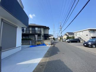 千葉市若葉区若松町 新築一戸建て 都賀駅 前面道路5.5メートル♪すれ違いや駐車も楽々ですね。