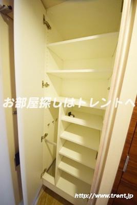 【玄関】レーヴ半蔵門【REVE半蔵門】