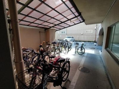 マンション敷地内には、平面駐車場がございます。 ※空状況は都度確認ください。