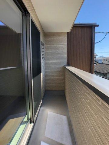 2F洋室。標準設備でLED照明・カーテン付いてきます♪