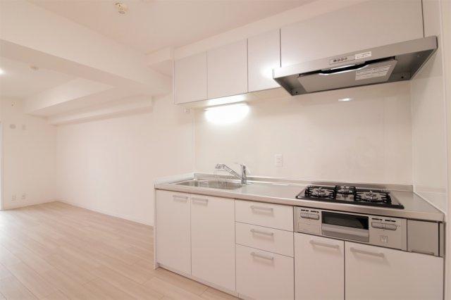 【現地写真】 機能的なシステムキッチンはお料理が楽しくなりそうです♪