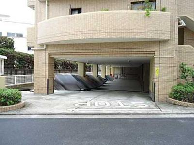 【駐車場は空きが1台あります】