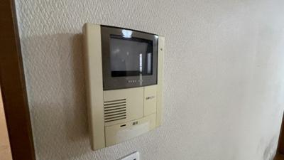 モニター付きインターホンで安心です。