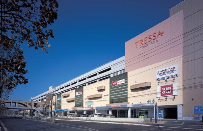 トレッサ横浜(車で約5分) 店舗数220の大型ショッピングモール スーパーマーケットもあり、駐車場は全日無料です