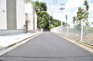 東側4.0m公道 交通量は少なく、小さなお子様にも安心です。