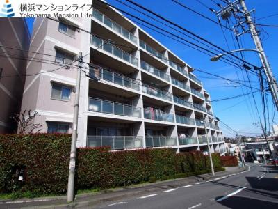 RC造7階建てマンションの2階部分のお住まいです。