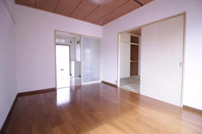 風通しの良い洋室とキッチン★