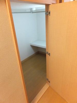 造り付ベッド下の収納スペース