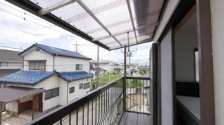 屋根付きですので突然の雨にも安心です。