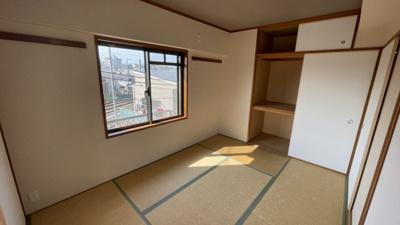 収納豊富な和室です。客間としてお使い頂けます。