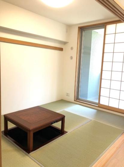 レックスガーデン青井アールステージ:約6.1帖の和室には押入れ・窓が付いております!
