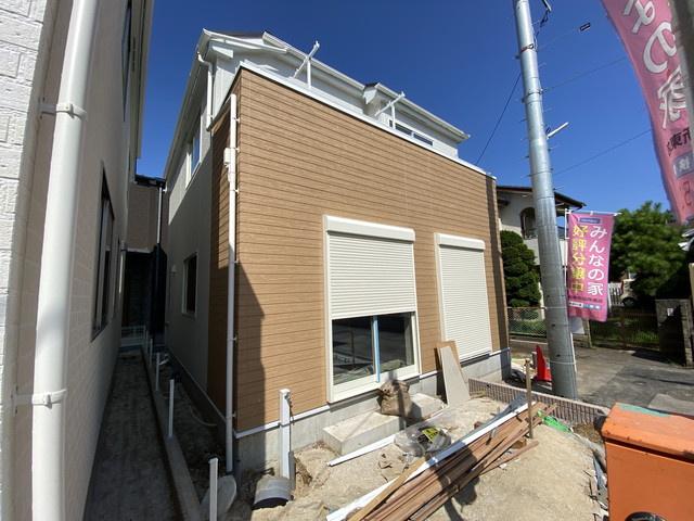 東葉高速線「船橋日大前」駅徒歩13分の全2棟の新築一戸建てです。新京成線・東葉高速線の北習志野駅は徒歩17分と徒歩圏です。