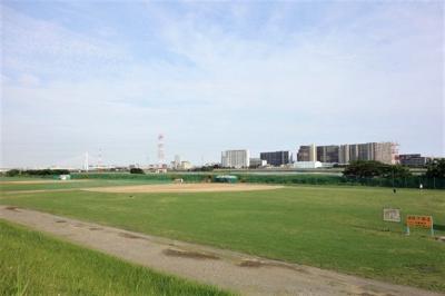 多摩川緑地です。