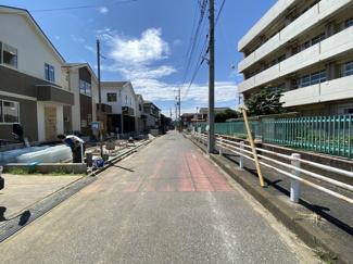 前面道路は4mの公道です。
