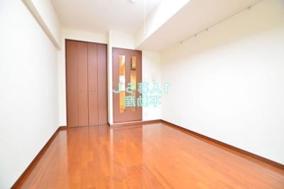 お部屋は広くてきれいです。